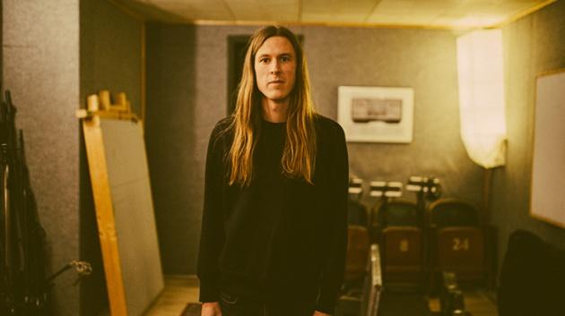 Nick DiSalvo de ELDER publica su video 'Hirschbrunnen' y comparte los detalles de su álbum en solitario comoDELVING