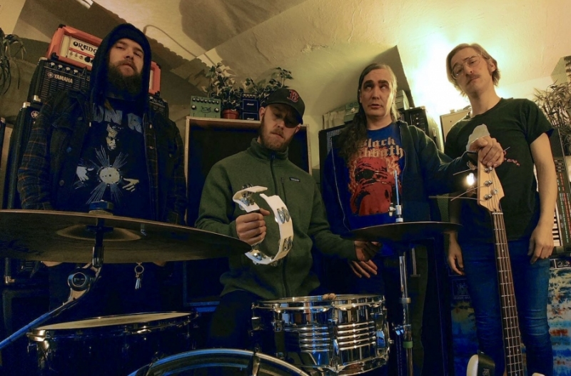 Video Premiere: BLESSINGS.- 'TheHound'