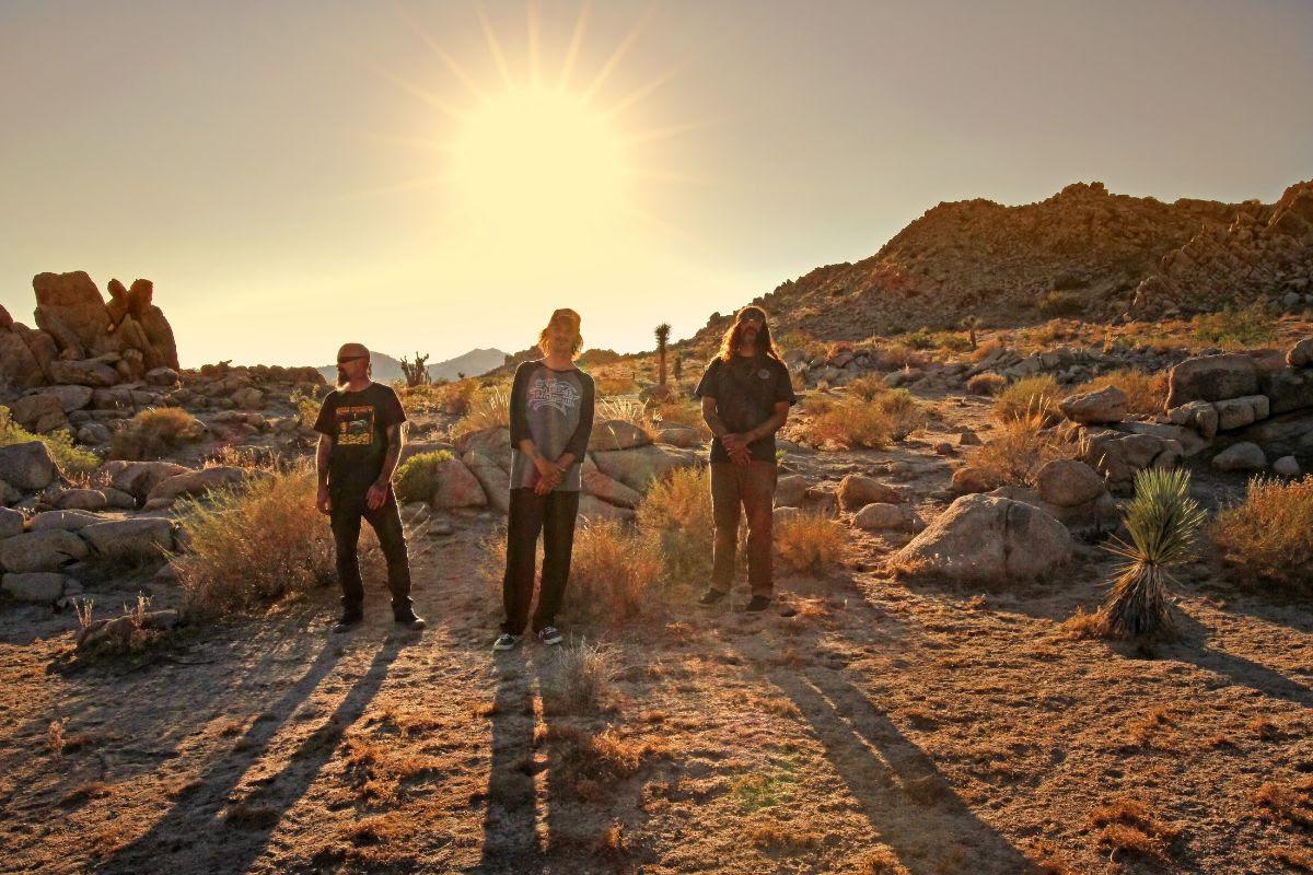 """El supergrupo de rock del desierto STÖNER comparte  """"Rad StaysRad"""""""